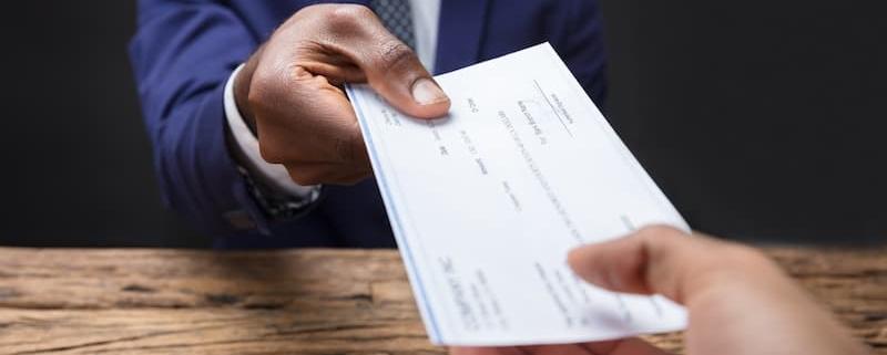 Avec le prélèvement à la source, quelle est la fiscalité des dons effectués en 2018 ? - Notaire Ville-d'Avray 92410 - Office Notarial Maître Delphine MARIE-SUTTER