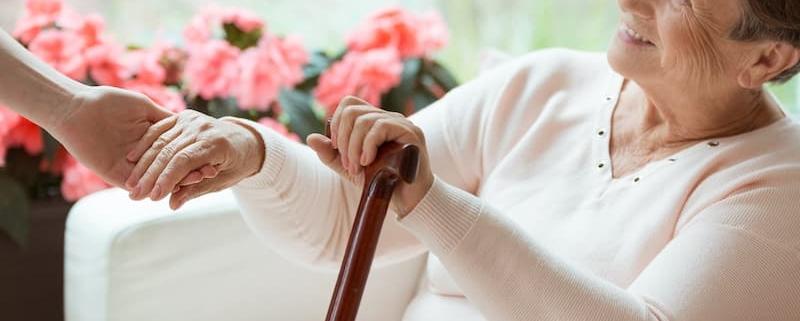 Après le décès du conjoint, rester chez soi est un droit - La lettre du Notaire - Notaire Ville-d'Avray 92410 - Office Notarial Maître Delphine MARIE-SUTTER