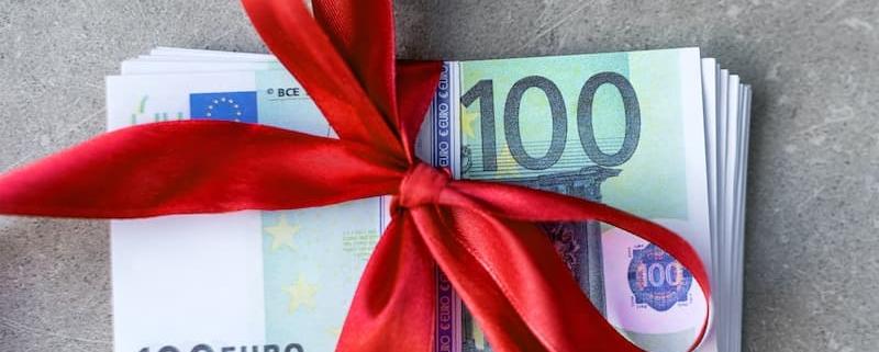 Depuis le 30 juillet 2020, un nouvel abattement de 100 000 € s'applique en cas de donation de sommes d'argent versées à des proches. Ce dispositif s'applique dans 3 situations - Notaire Ville-d'Avray 92410 - Office Notarial Maître Delphine MARIE-SUTTER